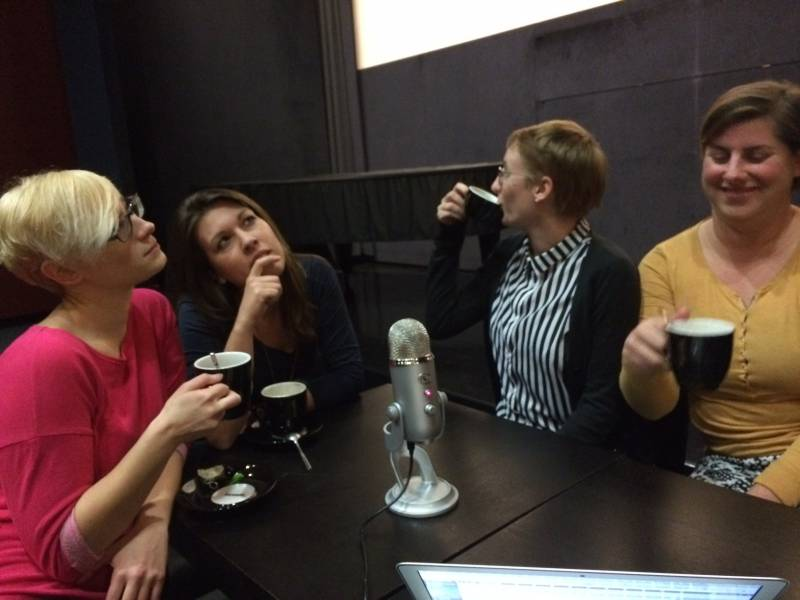 """Ekipa podcasta FilmFlow (od leve proti desni): Bojana Bregar, Maja """"Willow"""" Zupanc, Maja Peharc in Ana Šturm."""