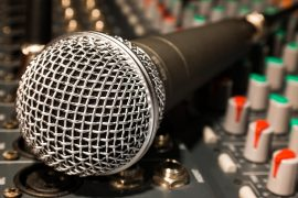 na drugi strani mikrofona