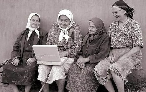 old-women-with-laptop