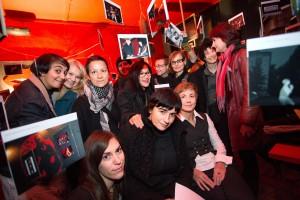 organizatorke in ustvarjalke festivala Lezbična četrt na otvoritvi razstave Dokumentirana preteklost (kustosinja Jasna Klančišar)