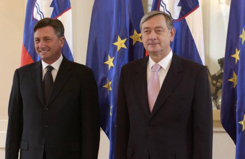 Novi predsednik Republike Slovenije Borut Pahor prevzel posle od bivšega predsednika države s pregledom častne čete Slovenske vojske pred predsedniško palačo, december 2012 (foto: Facebook stran Boruta Pahorja)