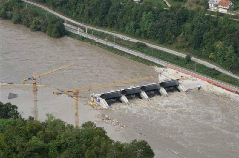 Poplave v Sloveniji. 2010. (foto: slovenskavojska.si via Wikimedia)