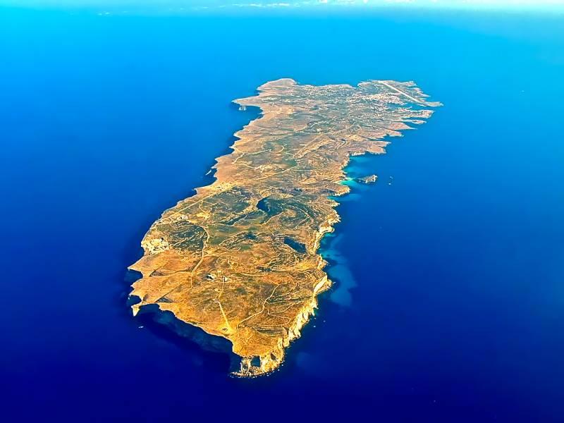 Otok Lampedusa (foto via Wikipedia)