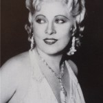 Mae West (vir: Wikipedia)