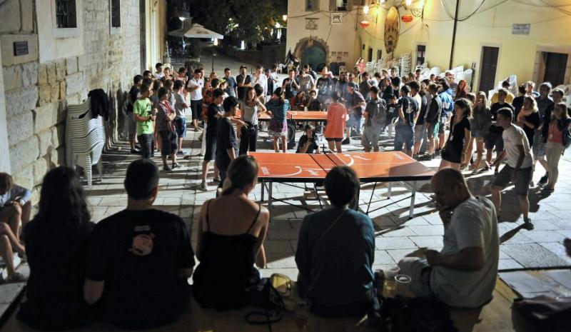 Ping pong na enem od motovunskih trgov
