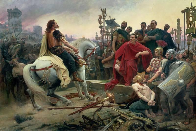 Vercingetorix odvrže orožje pred Julija Cesarja. Avtor slike je Lionel Royer. (via Wikipedia)