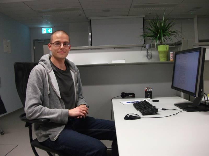 Trenutni izgled uporabniškega vmesnika za program, ki človeka na inteligenten način poučuje programiranja v programskem jeziku prolog. (foto: osebni arhiv TL)