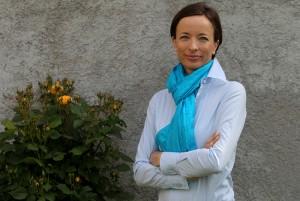 Dr. Eva Boštjančič