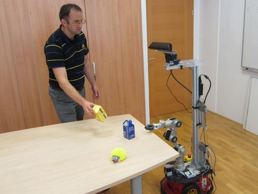georgeY4dialog učenje robota