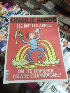 Naslovnica satiričnega tednika Charlie Hebdo, izšel 18. novembra 2015