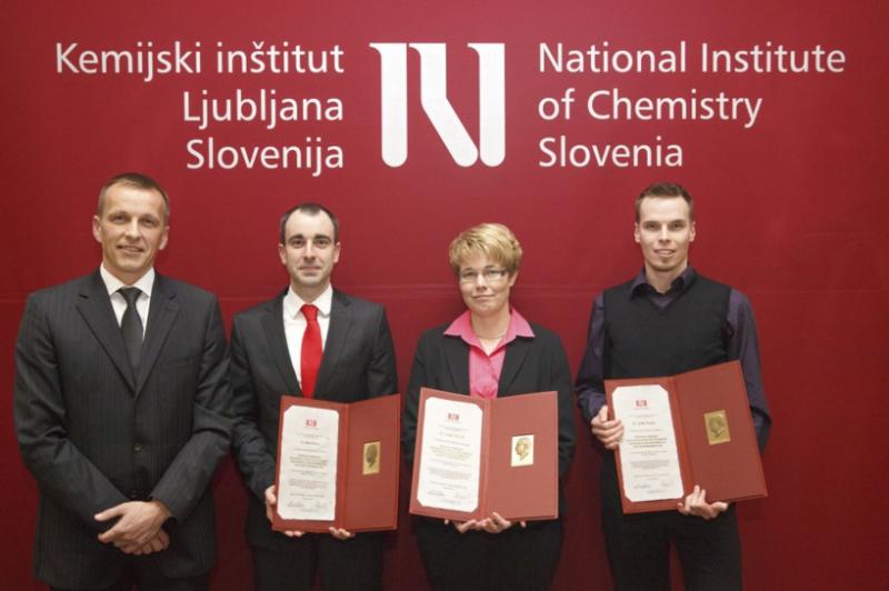 Naslovna fotografija: od leve proti desni - prof. dr. Gregor Anderluh, dr. Rok Gaber, dr. Mojca Simčič in dr. Anže Smole (foto: Jernej Stare).