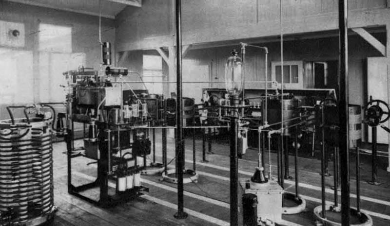 Oddajna aparatura naše radio-oddajne postaje v Domžalah, ki se je zadnje mesece jako izpopolnila, Ilustrirani Slovenec, 22. februar 1931
