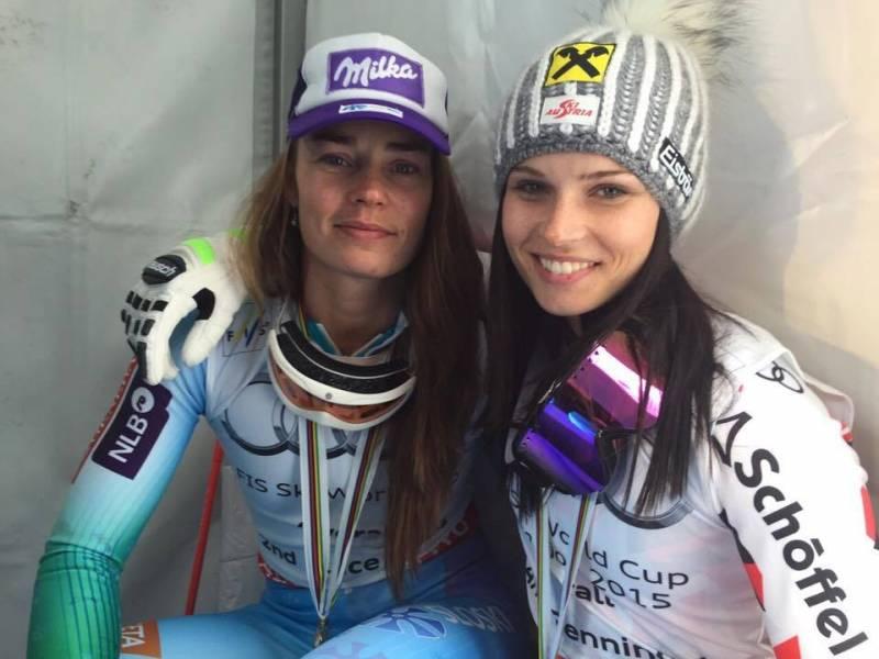 Tina Maze in Anna Fenninger. Zaključek svetovnega pokala v alpskem smučanju, Meribel 2015 (foto via Anna Fenninger Fans FB)
