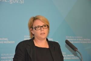 Dr. Anja Kopač Mrak, ministrica za delo, družino, socialne zadeve in enake možnosti (foto via http://www.mddsz.gov.si/)