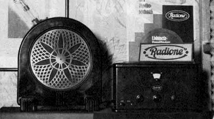 """Priljubljen troelektr. aparat """"Radione"""" s Philipsovim zvočnikom (cena za oba 4160 Din), ki sprejema nad 90 postaj na zvočnik. Ilustrirani Slovenec, 22. november 1931"""